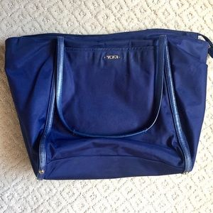 Tumi Voyager M Tote in Navy